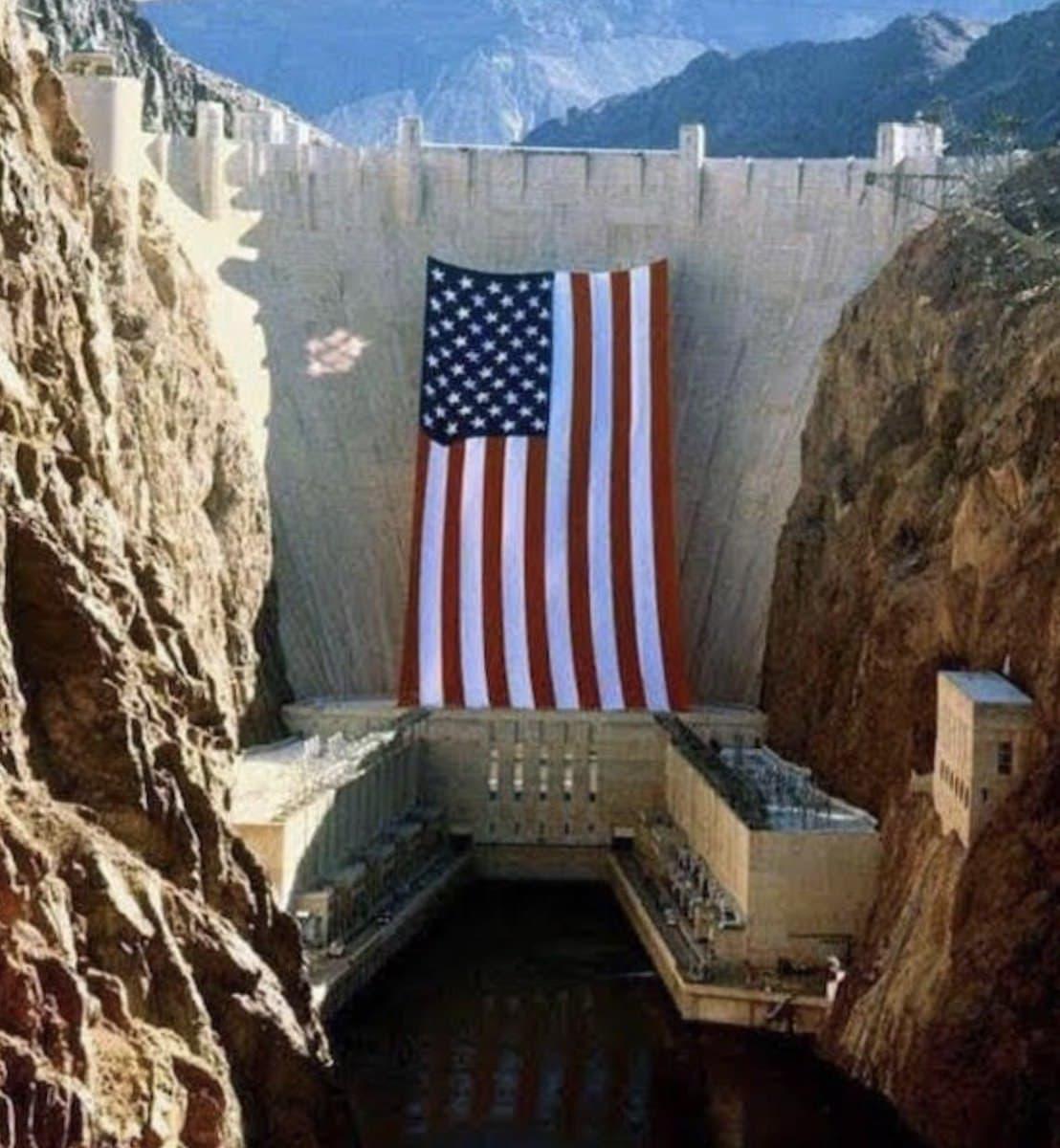 largest us flag